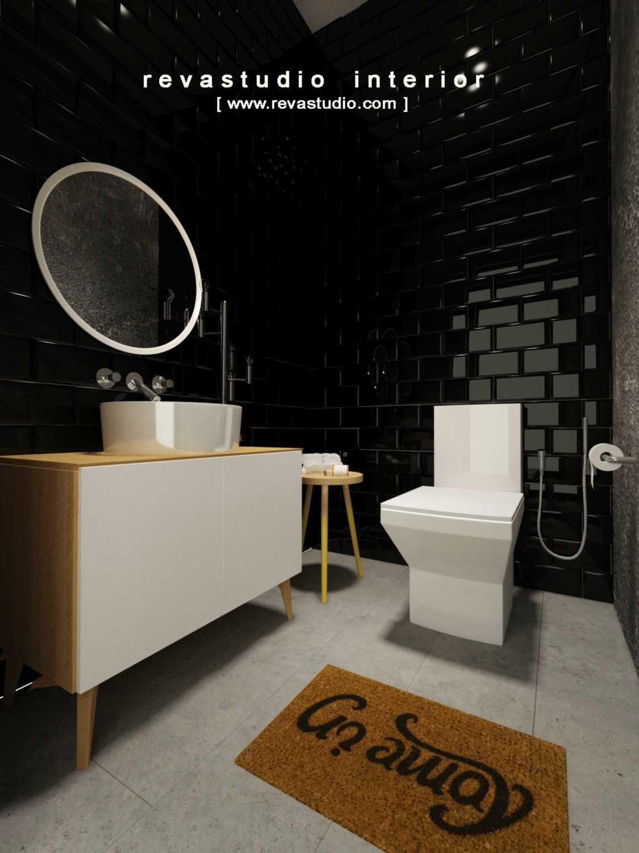 Foto inspirasi ide desain kamar mandi Toilet oleh Revano Satria di Arsitag