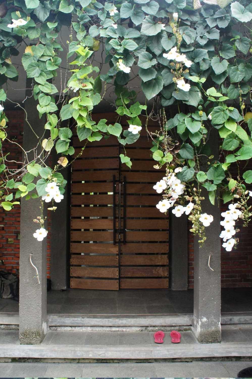 Labworks Architect Selasar House Rempoa, Ciputat Tim., Kota Tangerang Selatan, Banten, Indonesia Rempoa, Ciputat Tim., Kota Tangerang Selatan, Banten, Indonesia Entrance Area  52190