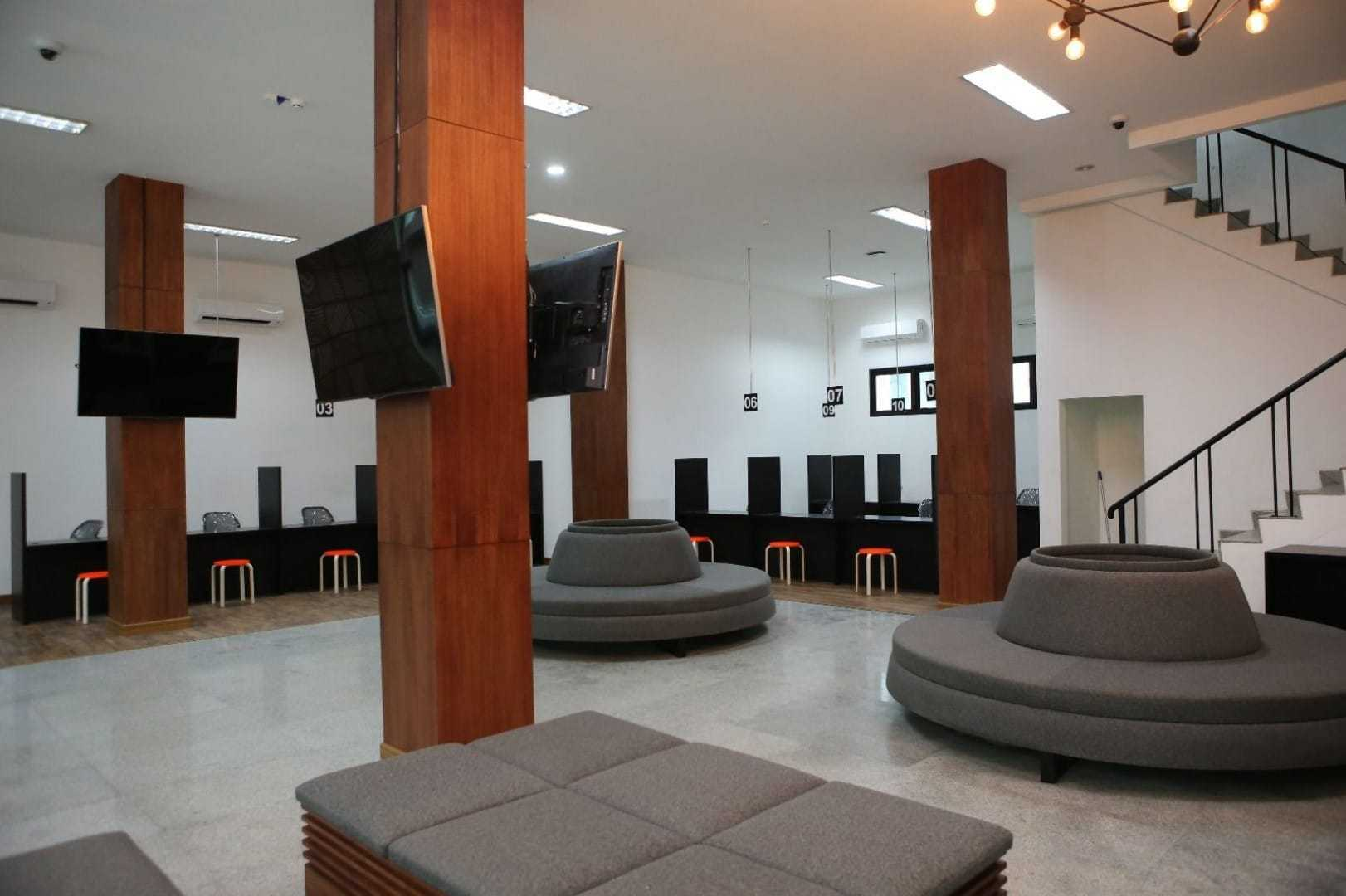 Design & Build By Fabelio.com Uber Jakarta, Daerah Khusus Ibukota Jakarta, Indonesia Jakarta, Daerah Khusus Ibukota Jakarta, Indonesia Waiting Area Kontemporer 53914