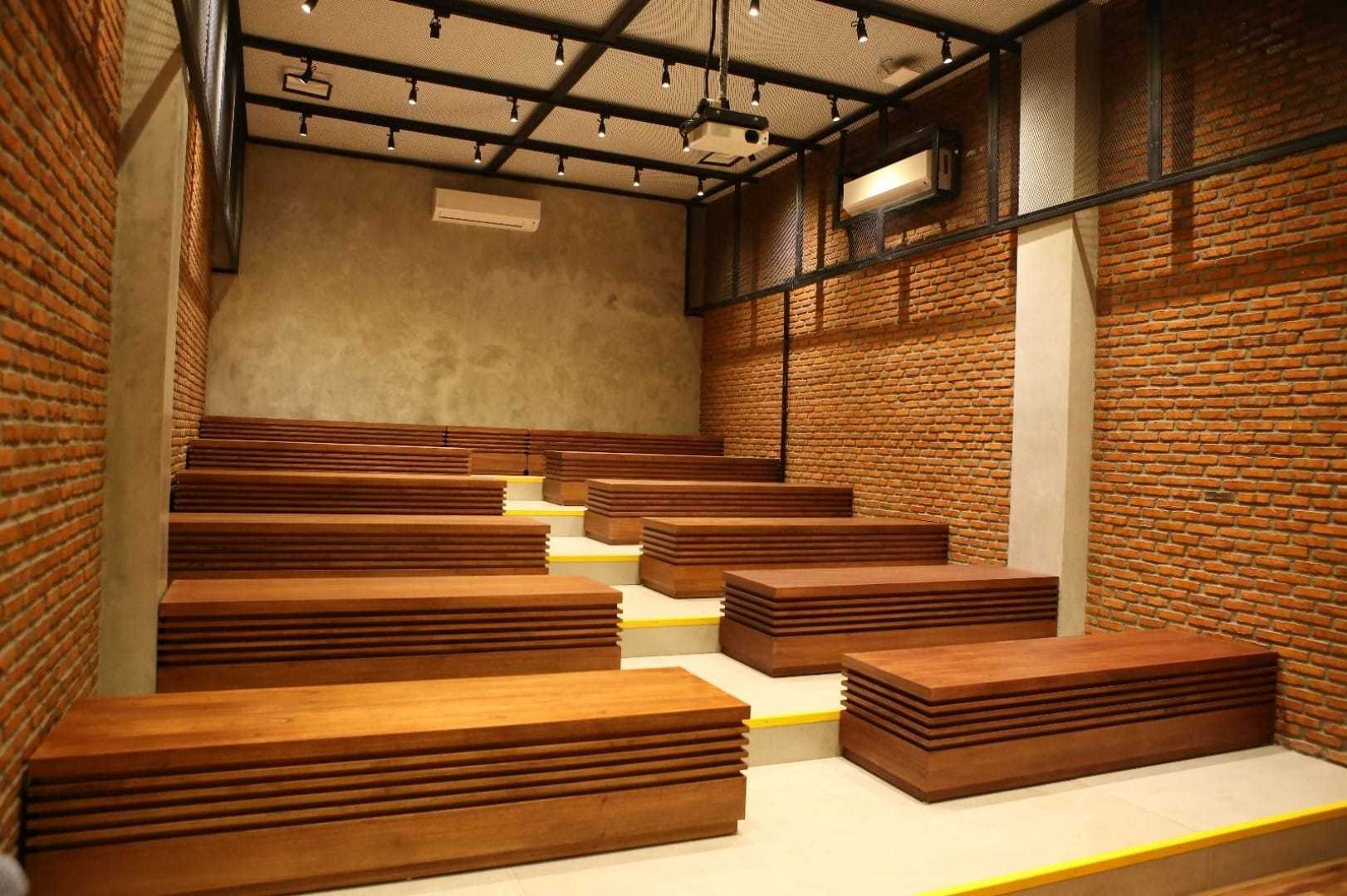 Design & Build By Fabelio.com Uber Jakarta, Daerah Khusus Ibukota Jakarta, Indonesia Jakarta, Daerah Khusus Ibukota Jakarta, Indonesia Function Hall Contemporary 53916