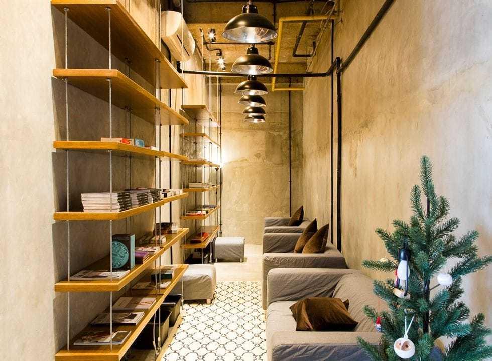 Foto inspirasi ide desain perpustakaan industrial Library oleh Design & Build by Fabelio.com di Arsitag