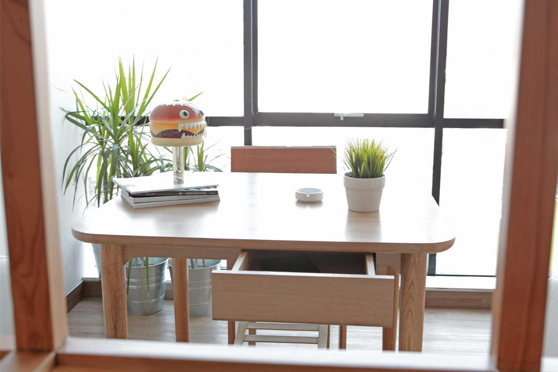 Design & Build By Fabelio.com Table Six Design Studio Jalan Kemang Timur No.69E, Mampang Prapatan, Rt.4/rw.3, Bangka, Mampang Prpt., Kota Jakarta Selatan, Daerah Khusus Ibukota Jakarta 12730, Indonesia Jalan Kemang Timur No.69E, Mampang Prapatan, Rt.4/rw.3, Bangka, Mampang Prpt., Kota Jakarta Selatan, Daerah Khusus Ibukota Jakarta 12730, Indonesia Working Area Minimalist 53962
