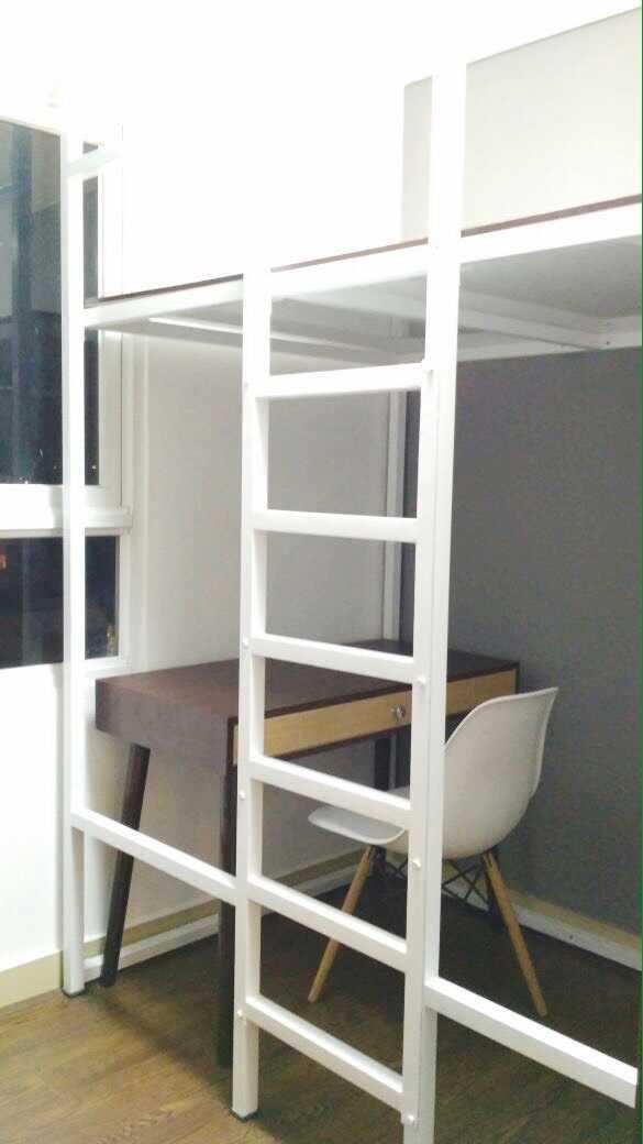 Foto inspirasi ide desain ruang belajar skandinavia Study area oleh Antarruang Studio di Arsitag