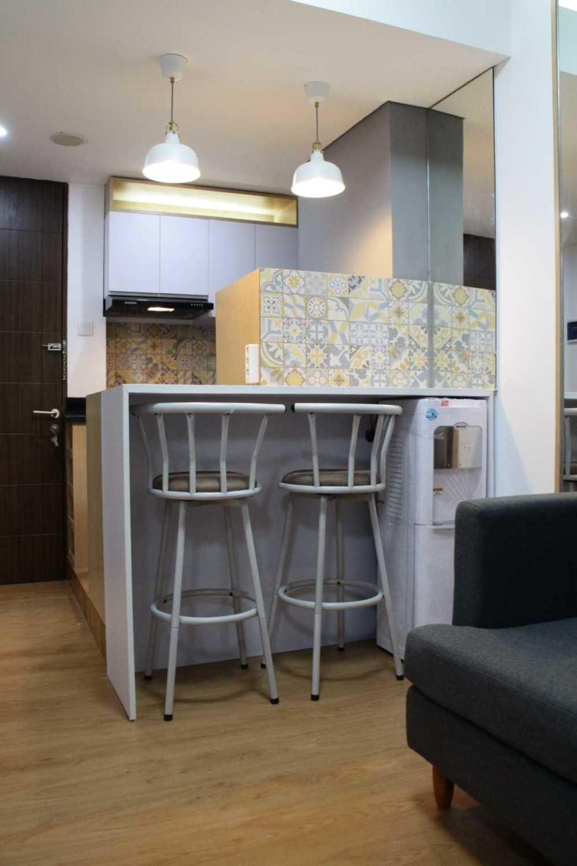 Foto inspirasi ide desain ruang makan skandinavia Dining area oleh Antarruang Studio di Arsitag