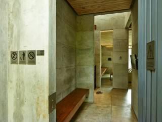photo entrance into foyer bare minimalist 14 desain