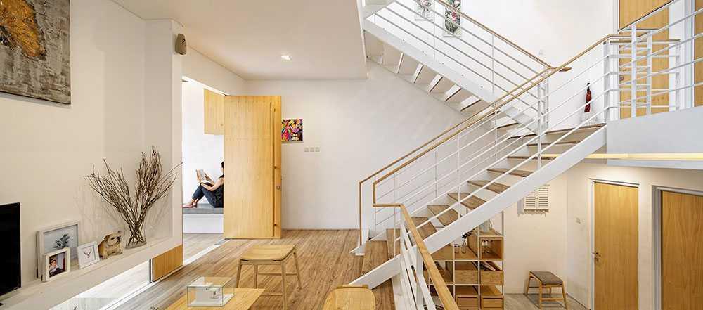 Photo Guest Room Area and Void Area Splow House 17 desain arsitek oleh DELUTION - ARSITAG