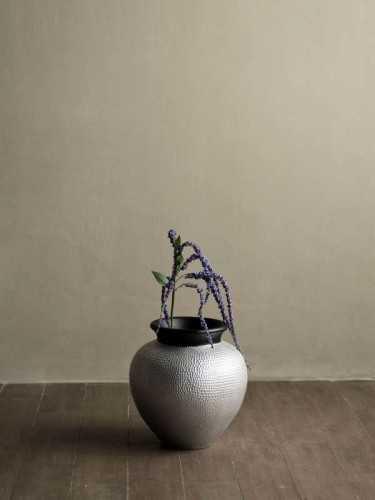 Foto produk  Genoa Vase Silver Small Silver Black di Arsitag
