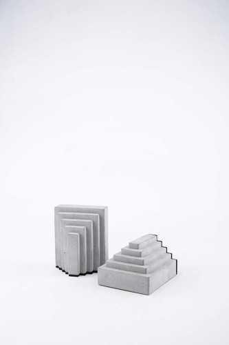 Foto produk   Wo-Bookends-Orn-Men-Angle-B di Arsitag