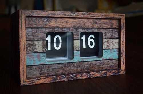 Rustic Wood Autoflip Clock DécorHome Decorations